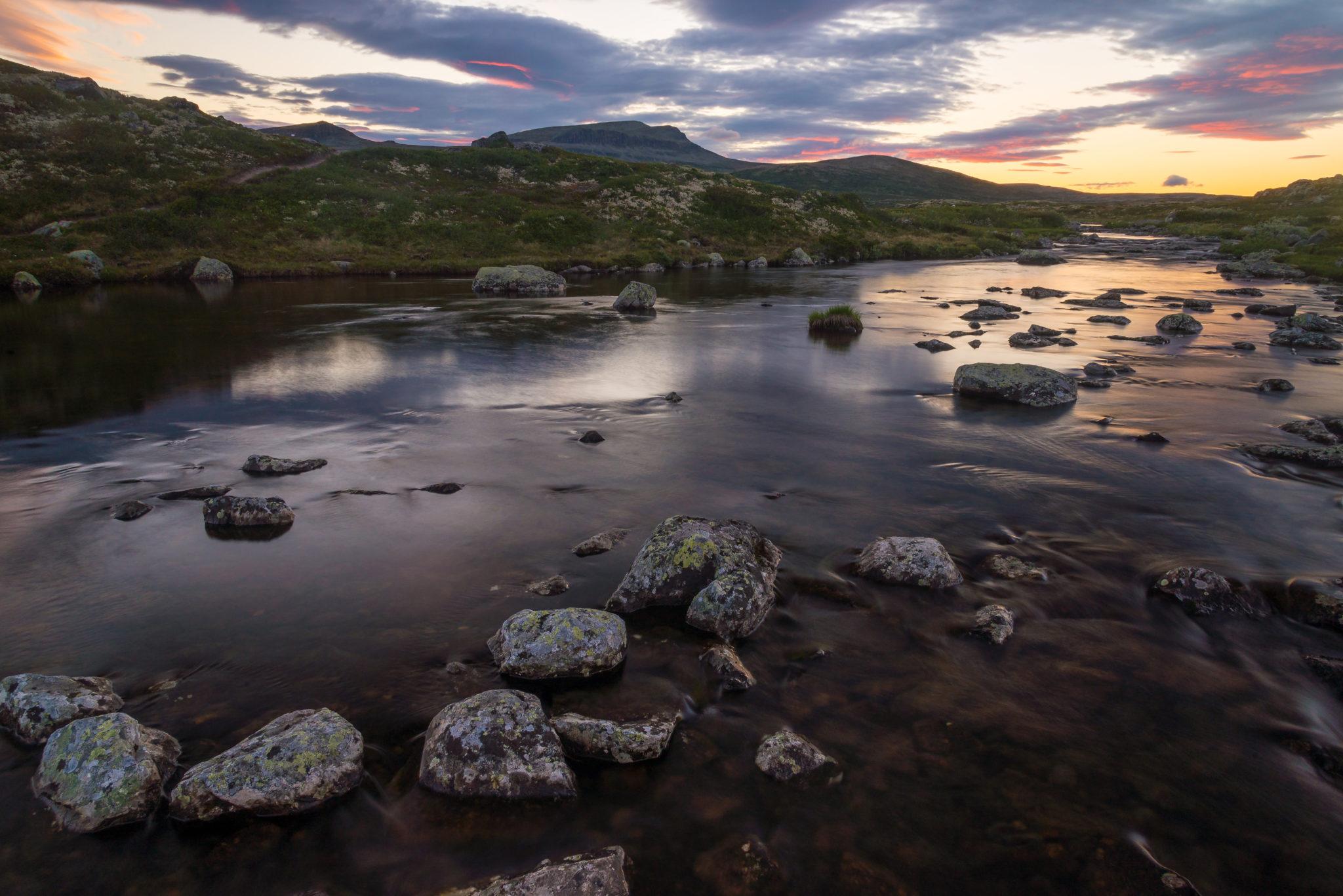 Bildet er tatt en sen junikveld ved Muvatnet på Venabygdsfjellet