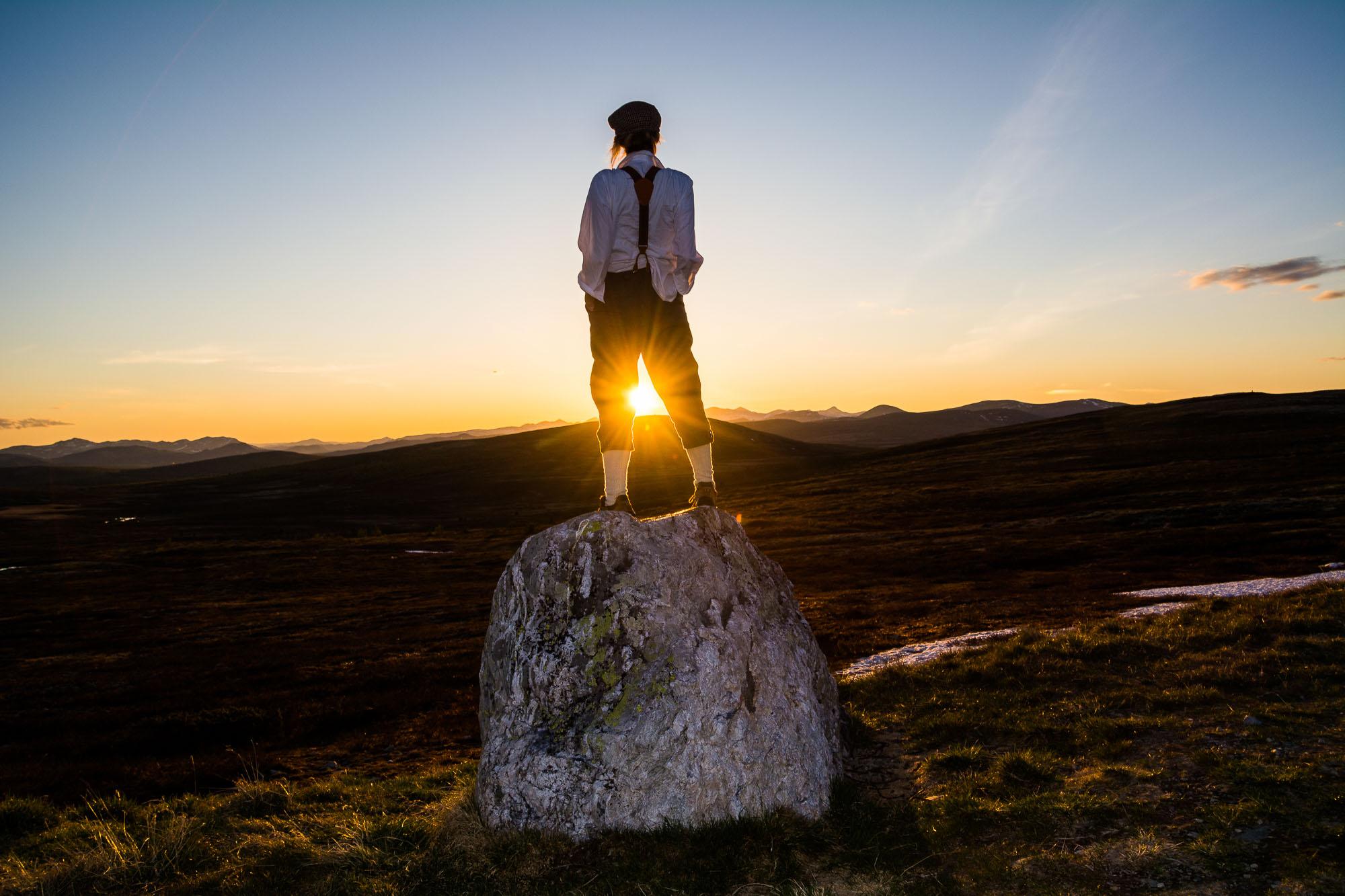 """Peer Gynt`s rike """"Hvilken vei bør jeg velge. Mang en vei står meg åpen"""" Bildet er tatt fra Jammerdalshøgda med Rondane i bakgrunnen"""