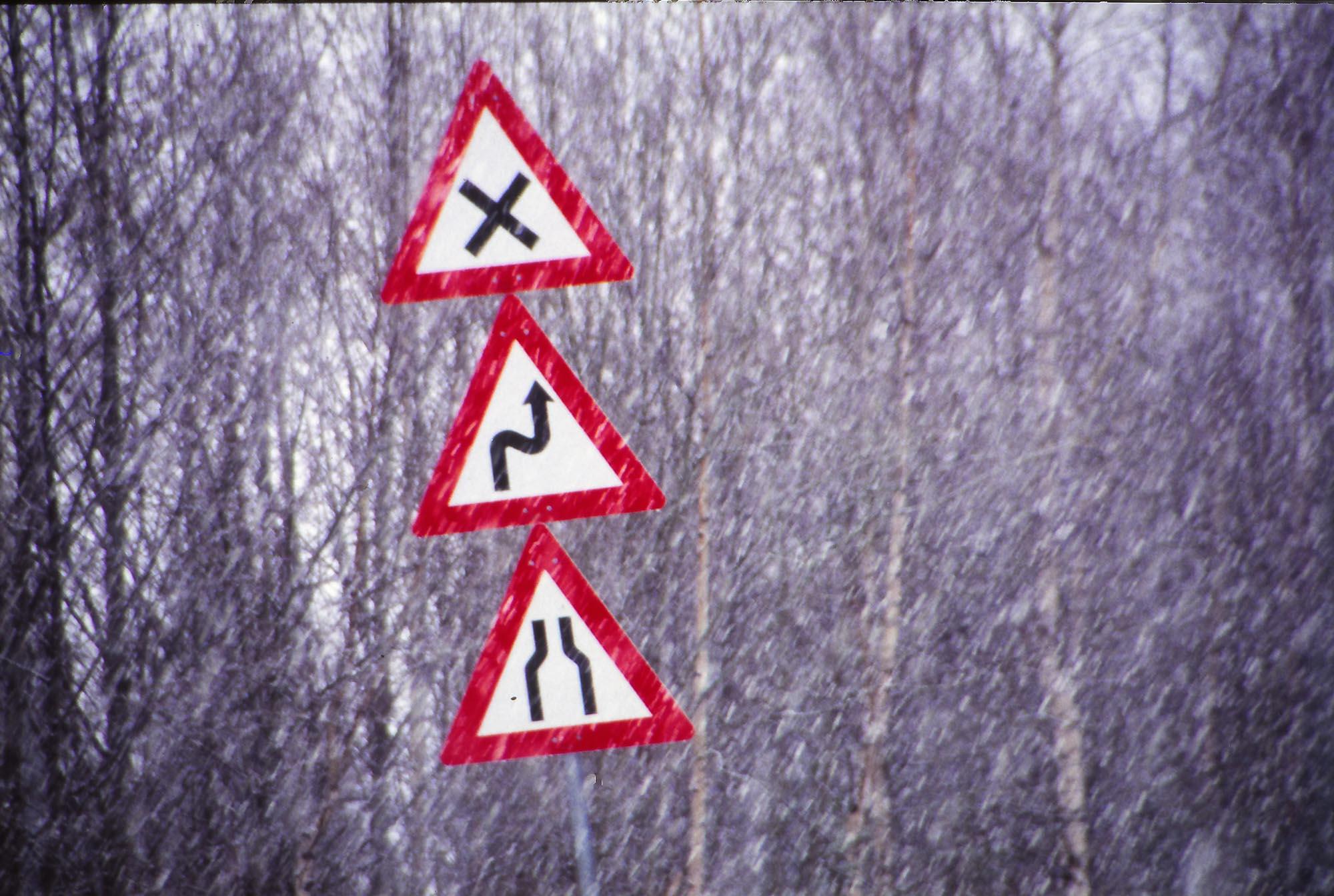 Statens vegvesen skriver: Trafikksikkerhetsarbeidet i Norge skal være basert på en visjon om at det ikke skal forekomme ulykker med drepte og hardt skadde i vegtrafikken- nullvisjonen. I 2024 skal det være maksimalt 500 drepte og hardt skadde i vegtrafikken. Visjonen gjelder vel også Ringebu, som nå blir eneste tettsted mellom Oslo og Dombås som har all trafikken på E6 gjennom et trangt og uoversiktlig sentrum. Daglig passerer nesten 7000 kjøretøy på det meste, og tungtrafikkdelen er på over 20% og øker hvert år. Vi har mange svært farlige fotgjengeroverganger og plankryss i sentrum, så nå har vi ikke råd til å vente lenger. Vi må ha ny vei før noen blir drept.