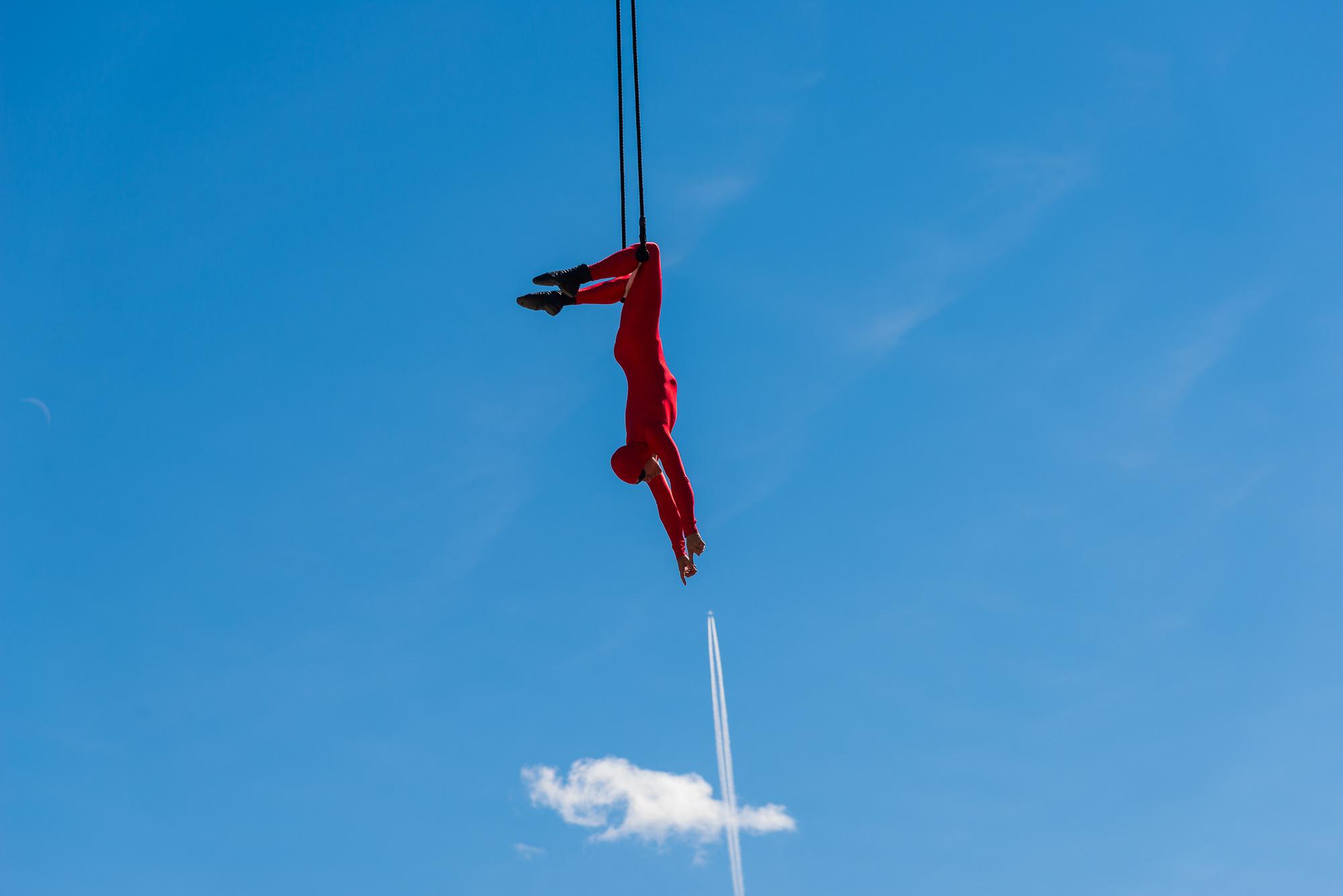 Er ikke hver dag Ringebu får besøk av en som har syklet ned Trollstigen baklengs på sykkel! I sommer var Eskil Rønningsbakken her i Ringebu under Ringebudagene og viste sine akrobatiske ferdigheter 20-30 meter over bakken uten sikkerhet!